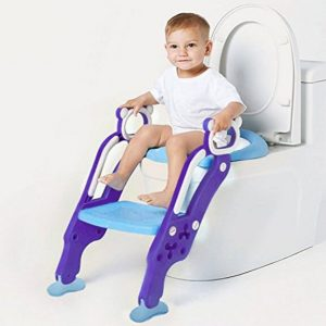 Baby auf Toilettentrainer