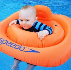 Baby im Wasser